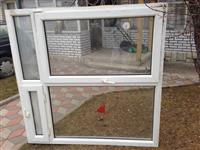 Dyr Dritare
