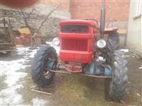 Traktor univerzall