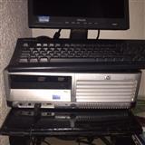 Kompjuter desktop me monitor