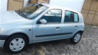 OKAZION : Shitet  Renault Clio viti 2001 / 2002
