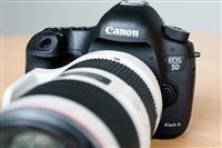 canon 5d mark III me dy lensa