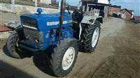 shitet traktori ford 2000