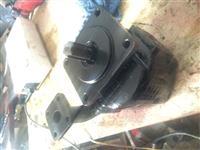 Bejm servisin e gjith sistemit hydraulic dhe pompa