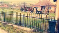 Shitet shtepia ne fshatin Medvec afer aeroportit