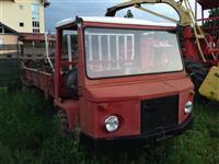 Shitet traktori per shprendarje te plehut