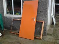 Dera per shtepi banesa