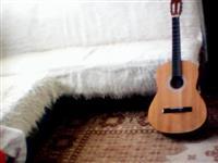 shes gitaren  edhe e ndrroj