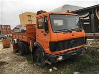 Kamion me kran ngarkues