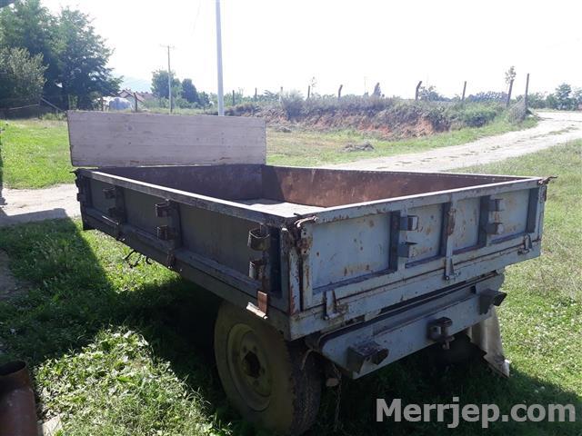 Traktori-me-kolic-edhe-pllug