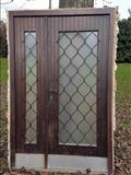 Dyer dhe dritare te perdorura nga druri
