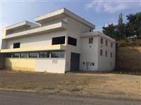 Ofrohen 2 lokale me qirra nga 420 m2 te dyjat