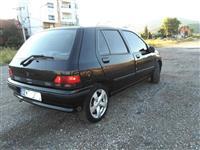 Renault Clio - U SHIT