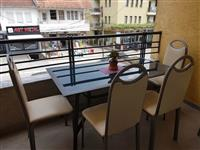 Tavoline ballkoni me karrige