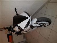 Shitet motorri Yamaha