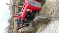Shitet traktori 539