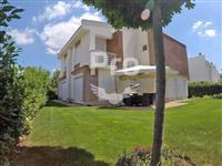Shtëpi 420m2 me qira në lagjën Marigona