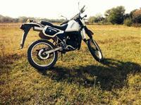 Shes motorin Kawasaki 125 cc