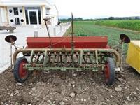 Mjete bujqsore te  ardhra nga zhvicera