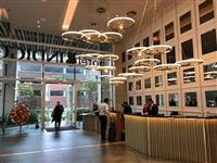 Punëtorët e hotelit përdorin restorantin e kërkesë