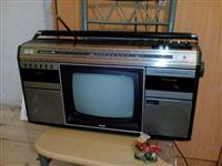 Radio me tv bardh e zi,ne gjendje trregullt