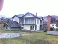 Lokal afariste dhe shtepi ne Taukbashqe