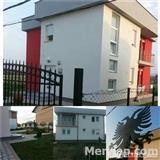 Shitet Shpija me 2 Apartamente, komplet i mobiluar