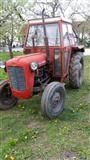 Shes traktorin me mjete bujqesore