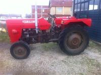 Shitet traktori 42