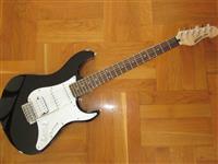 Gitara elektrike YAMAHA EG 012