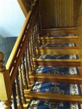 Shkalle per dy kat, plus pllafon salloni i drurit