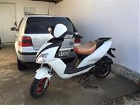 Shes skuterin Urgjent 80cc