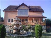 Mbulojme  terasa te shtepive, veranda dhe bunara..