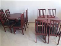 Tavolinat dhe karrikat ne shitje