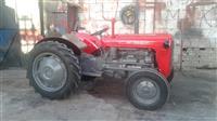 Shitet traktorri 533 imt
