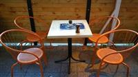 Tavolina me 4 karrika
