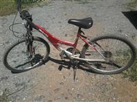 baj drrim biciklen edhe telefonin me nje skuter