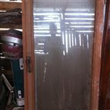 Dyer dhe dritare te drurit