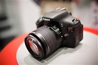 Shitet Canon Kiss X5 (600D) me tri lente