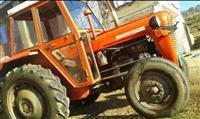 Shitet traktori forgosan