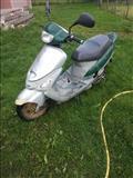 shitet skuteri viti 2002