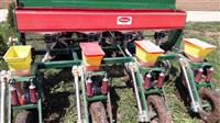 Maqin per mbjelljen e misrit dhe qitjen e plehit