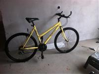 She's bicikleten e ardhur nga suedija
