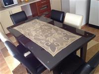 Tavolinë me 6 karrige