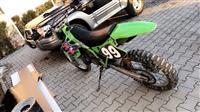 shitet full cross kawasaki 250cc