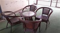 Komplet me tavolina dhe karrika