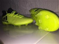 Patika tfutbollit adidas