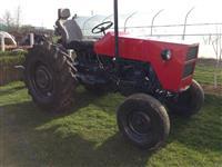 Traktor imt577