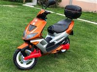 Shes Skuterin Peugeot 49cc
