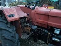 Shitet traktori me kos e frez
