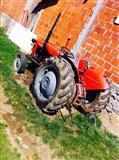 shitet traktori ne gjendje te rregullt